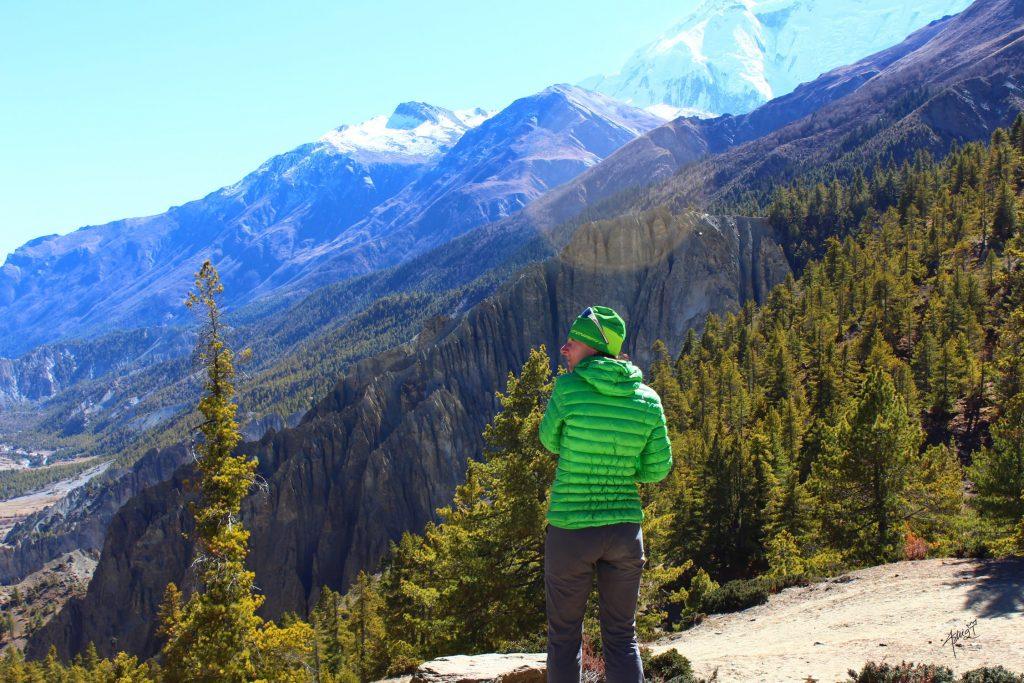 Calentamiento antes de hacer senderismo o trekking